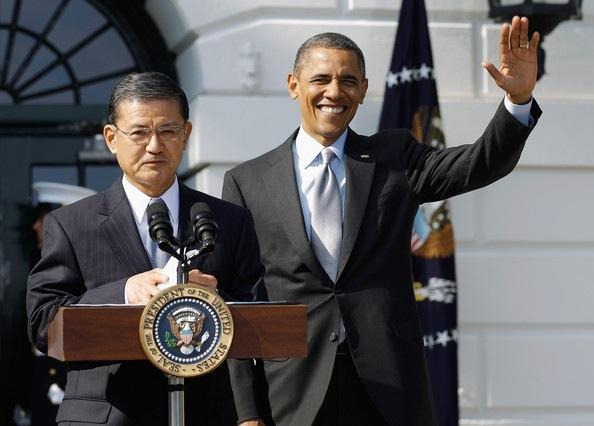 VA Secretary General Shinseki and President Obama